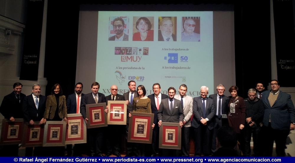 Fotos de los galardonados y de las autoridades presentes. XXV Premio de la Asociación de la Prensa de Sevilla.